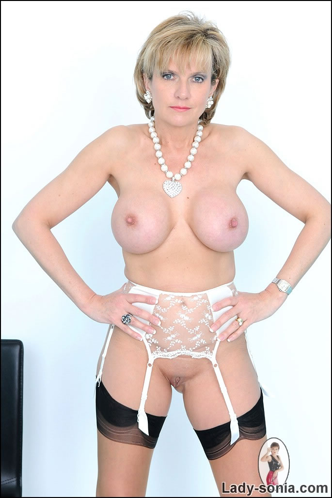 Lady sonia shaved