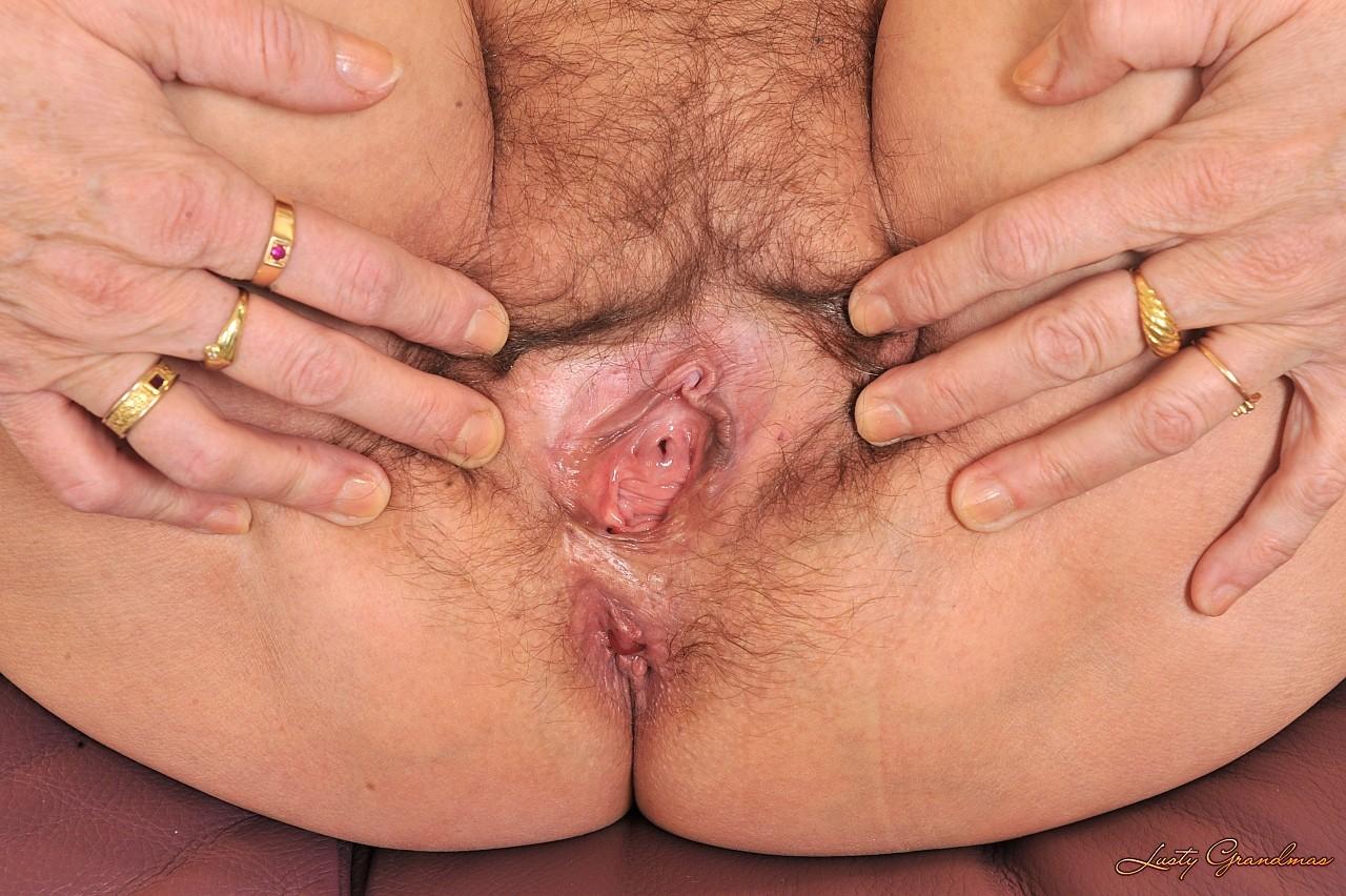 Развратная бабушка получила в жопу огромный член 14 фотография