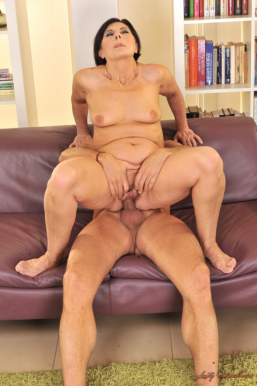 Секс очень розвратной бабушки 11 фотография