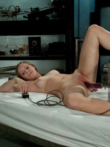 Horny Chamille gets her pink pussy stretched by fucking machine on a bed