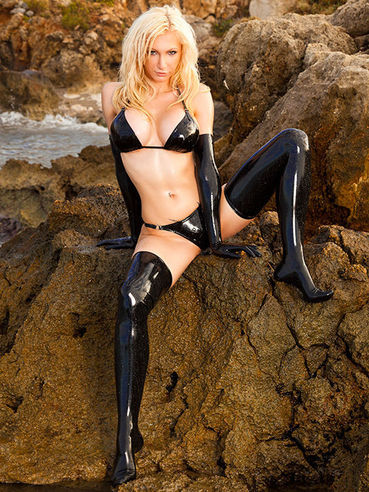 All blonde Susan Wayland wants is to show her fetish skills and make us horny.