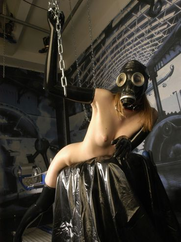 Leggy fetish girl Hally Thomas in gas mask and latex stockings gets fucked by dildo device