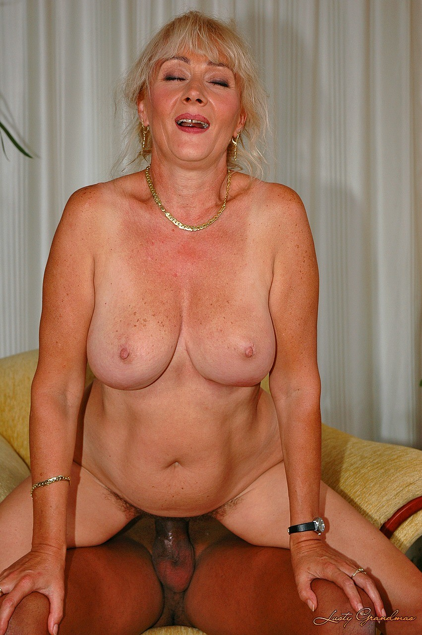 Nude mature mom menstra all clear