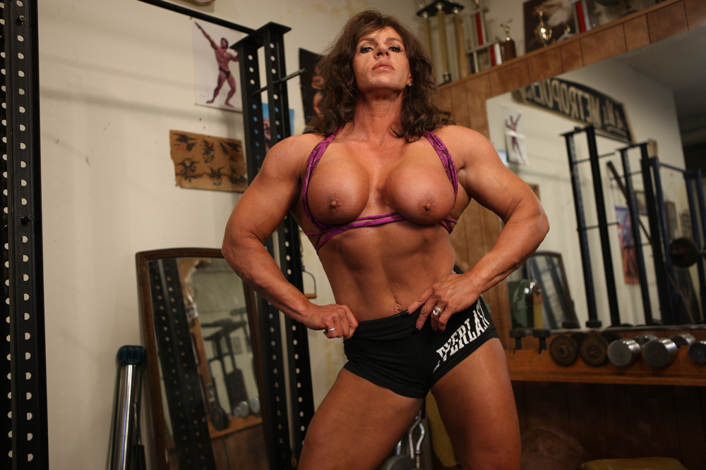 she muscle gym boobs