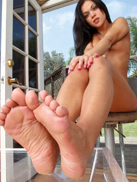 Lesbian chicks Alyssa Reece and Natalia Rossi play with feet and holes of each other