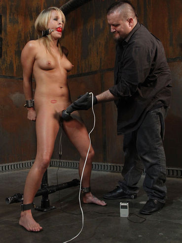 Sexy bodied naked slave blonde Aiden Aspen gets her snatch vibrated in the dungeon