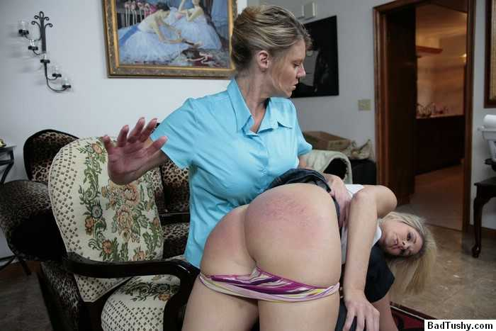 angry mothers spank duaghters