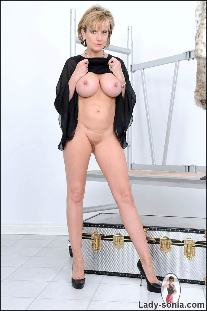 Free mature natural boob movies