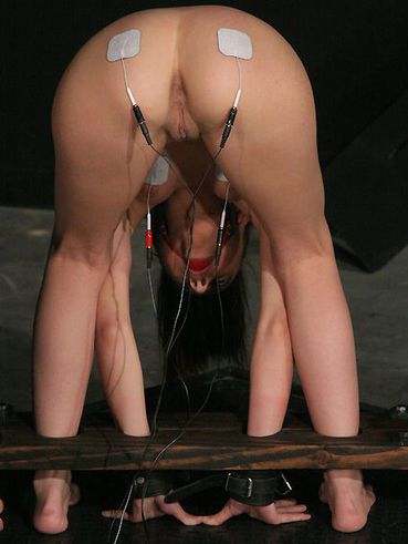 Experienced master knows amazing ways of punishment and shows them to enslaved Veronica Jett