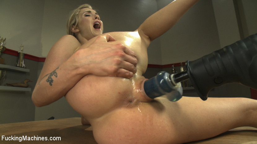 Free blonde fucking dildo machine vids