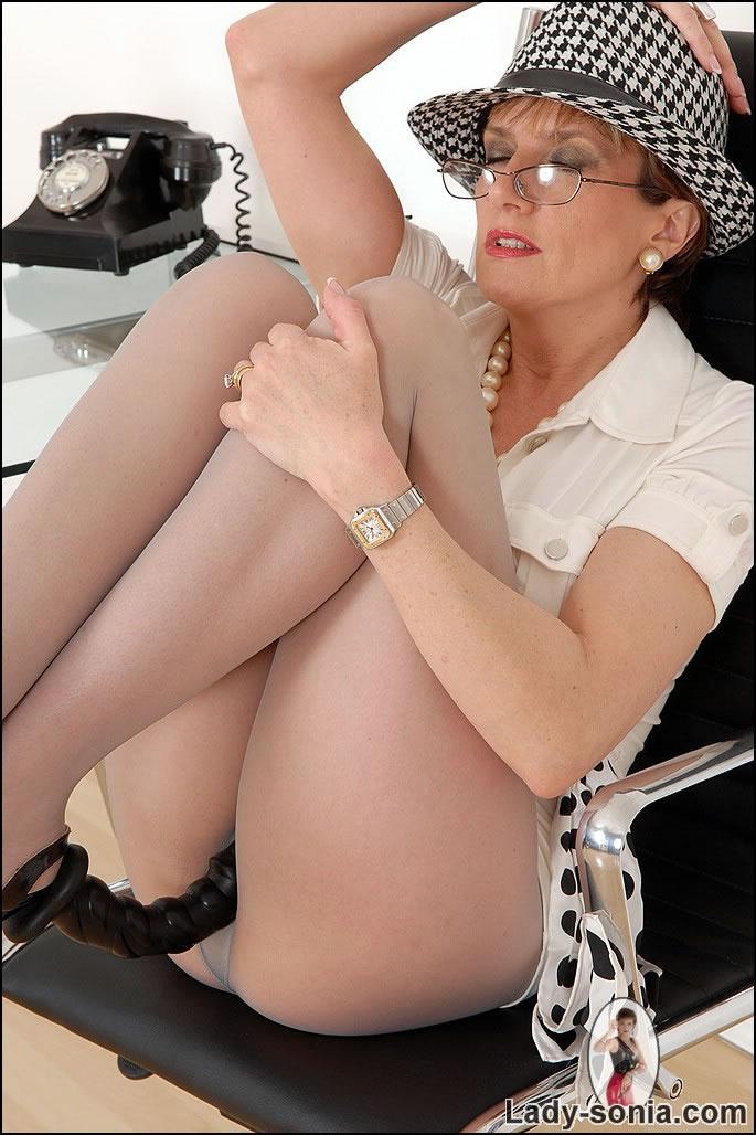 U jizz lady sonia pantyhose