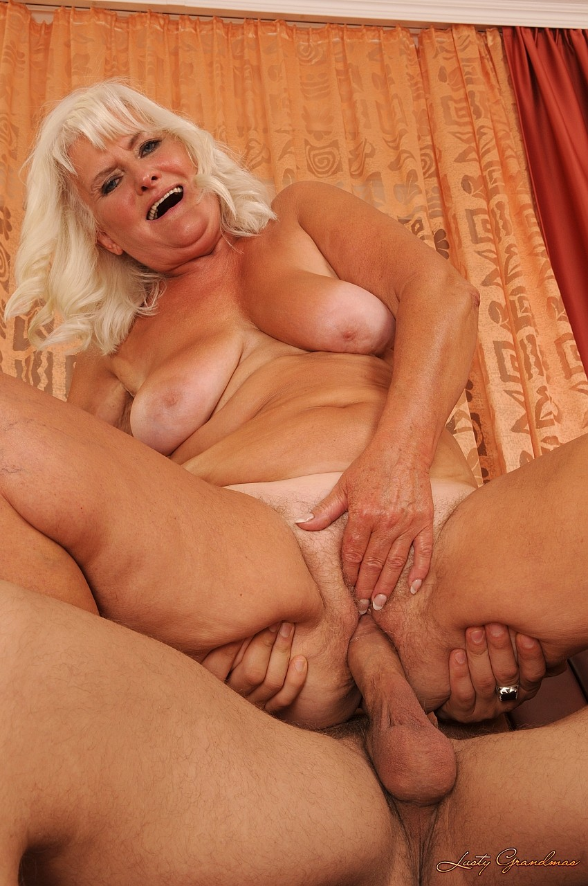 Blonde mature with saggy tits banged