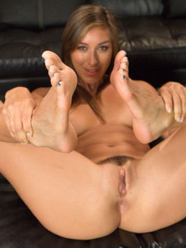 Fetish lover babe Vivian Vista fucking and jerking off a cock with her feet.