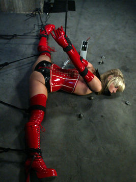 Slave girl Courtney Simpson gives electroshock a try as she gets tortured by Princess Donna