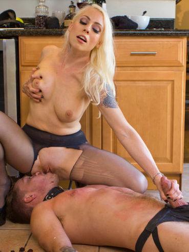 Big ass blonde named Lorelei Lee making a FemDom lover cum after hot punishment.