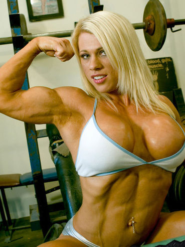 Busty blonde bodybuilder Melissa Dettwiller takes off her bra in a break between exercises
