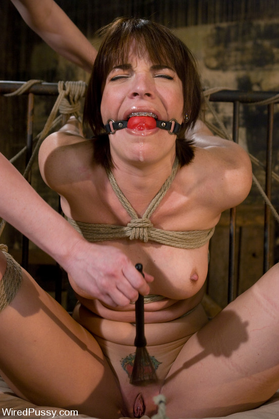 free submissive woman porn pics