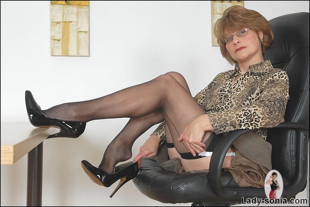 смотреть фетиш зрелых женщин онлайн бесплатно
