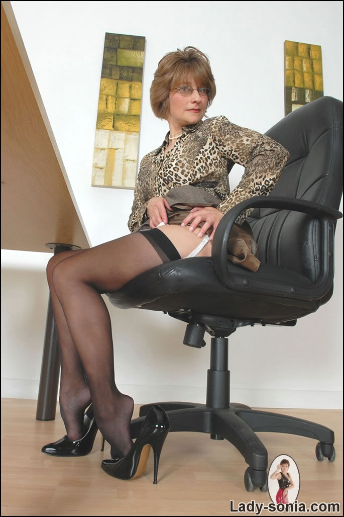 Hot aunty loves cock stories