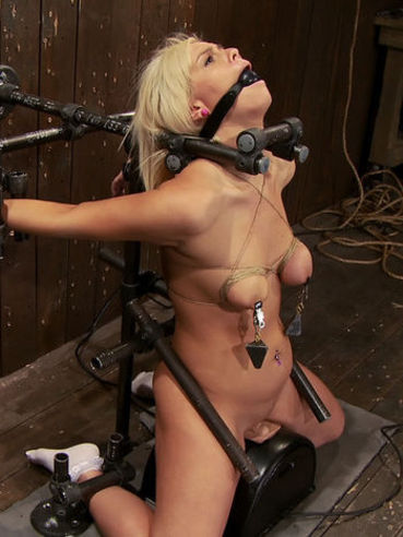 The blonde chick Tara Lynn has her body bound and pussy beaded on sex machine