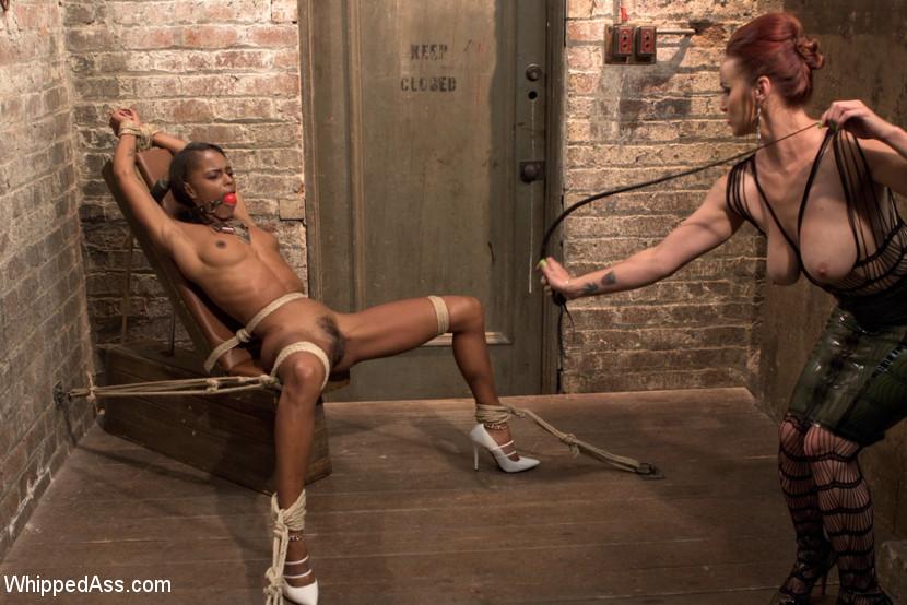 Marie Luv und Gina Lynn beim Interracial Fick -