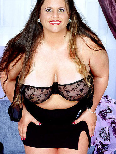 Fattie Gina Marie La Montana in skirt removes her blouse and pulls down her bra
