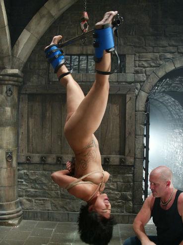 Shaved headed Mark Davis fucks his asian slave girl Dragon Lily in a big water tank