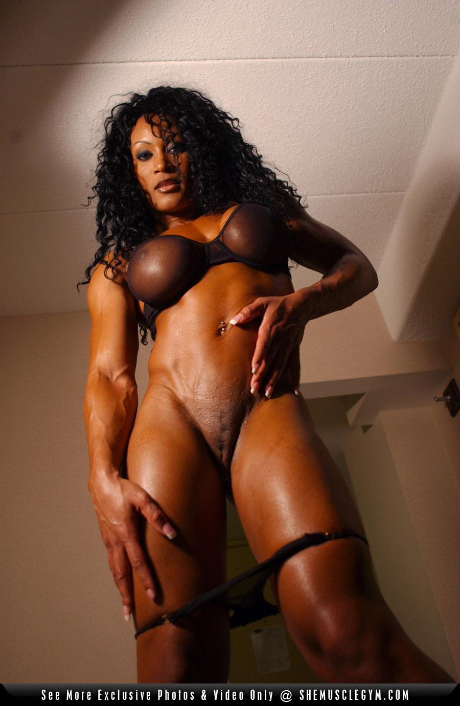 Busty amazon women naked pic