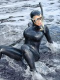 Kinky model Bianca Beauchamp in skin tight black latex outfit is ready for diving