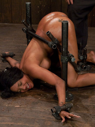 Sexy assed black babe Kapri Styles gets doggystyled and cum covered by Maestro in device bondage.