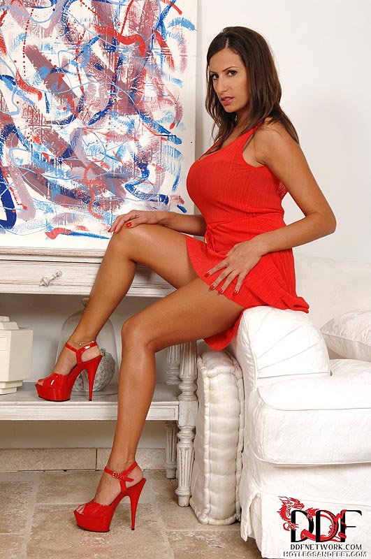 Sensual Jane is a fetish babe who enjoys getting naked and