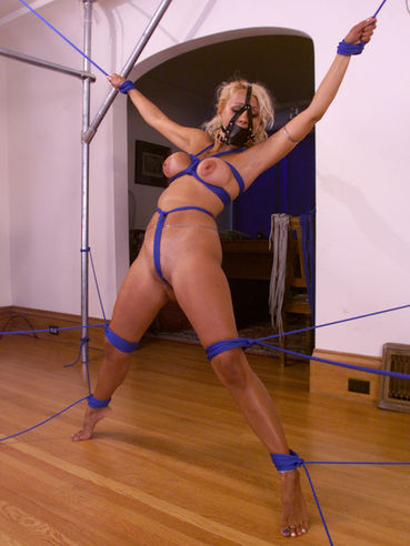 Hot blonde mommy Stacy Burke with big shapely melons and nice ass has rope bondage experience