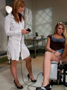 Lesbian doctor Dani Jensen makes Brynn Tyler take power dildo on the exam chair