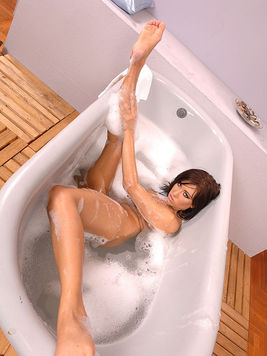 Perfectly shaved Ginger Nice posing and masturbating her hot body during a relaxing bubble-bath.