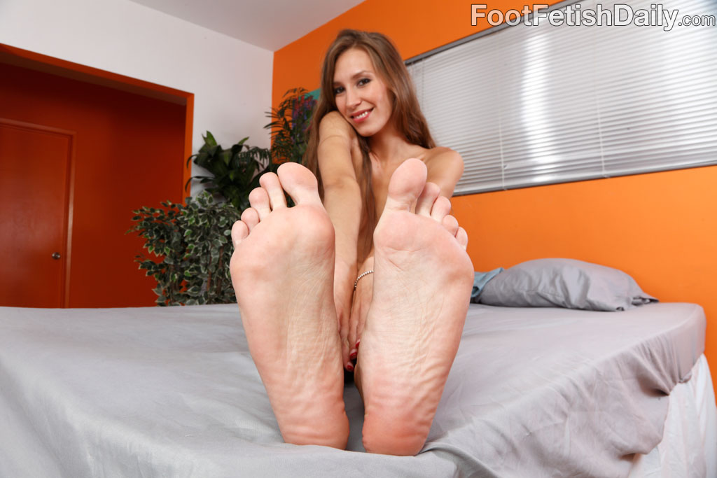 daily Aiyana foot fetish