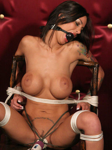 Helpless heavy titted bondage girl Angelina Valentine can't help but orgasm because of vibrator.