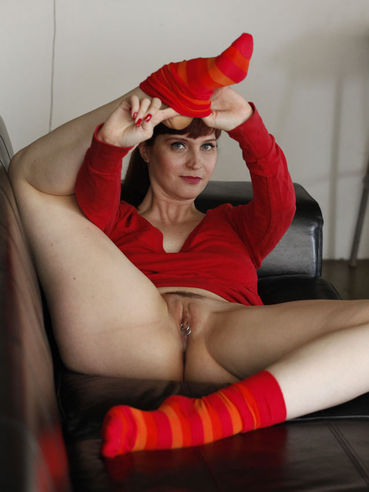 Redhead Skye Shelly with pierced pussy takes off her red socks to show her soles