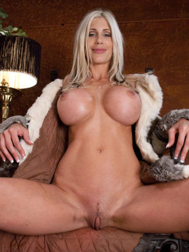 Perfect boobed sexbomb Puma Swede gets doggystyled by dildo machine and then rides the Sybian