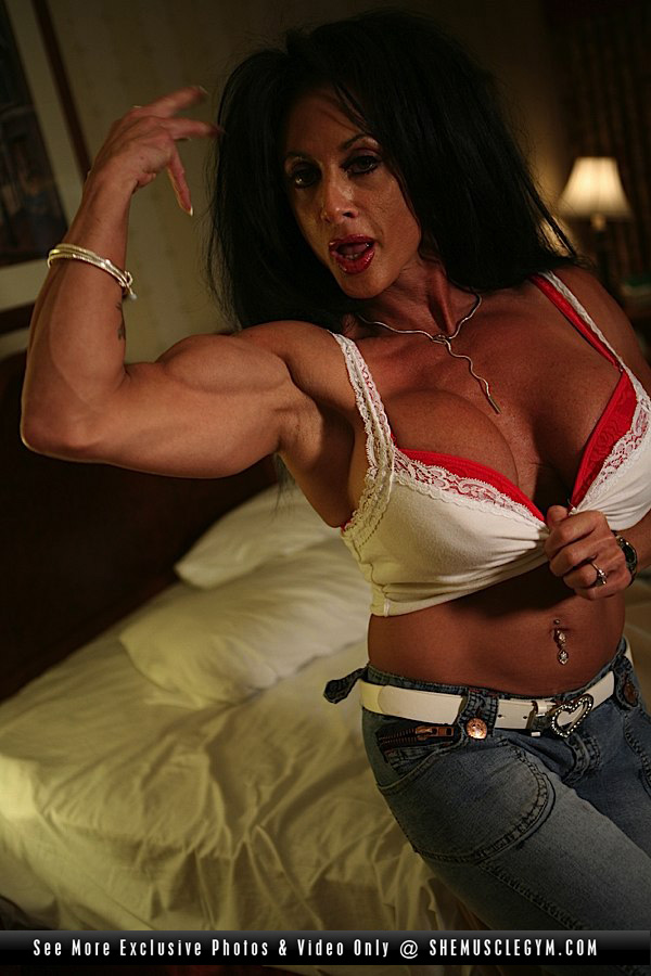 Lynn mccrossin female bodybuilder