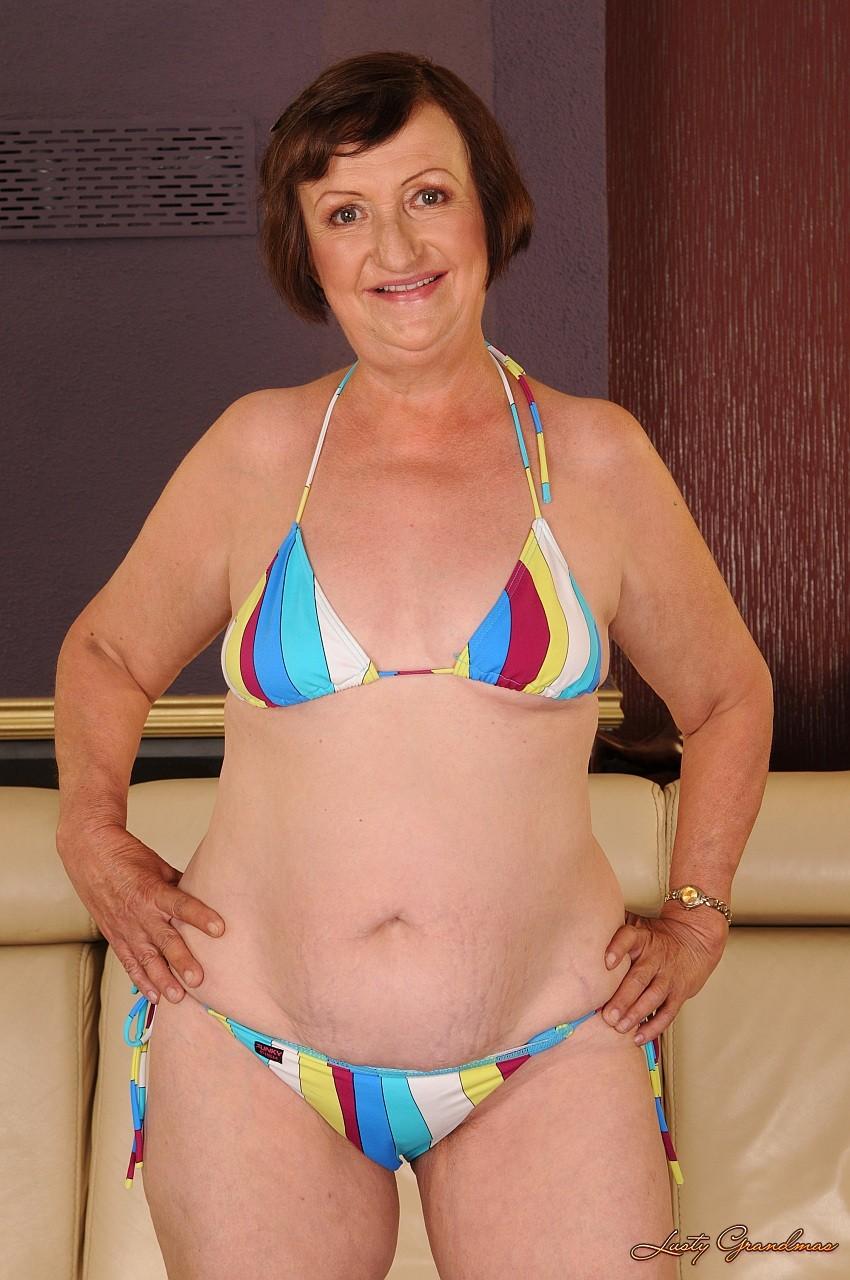 Miss jackie gayda exposes boob