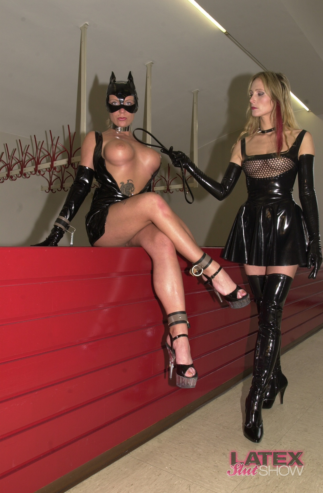 Latex Slut Show 104