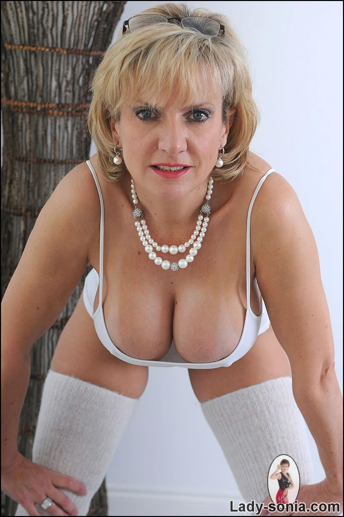 blond milf ladysonia