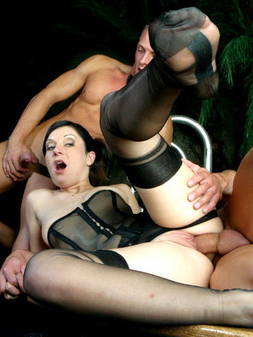 Elegant Renee Pornero in nylons gets her asshole and pussy stuffed at the same time