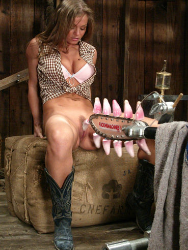 Rita Faltoyano in boots takes off her jeans and panties to be licked by saw with tongues