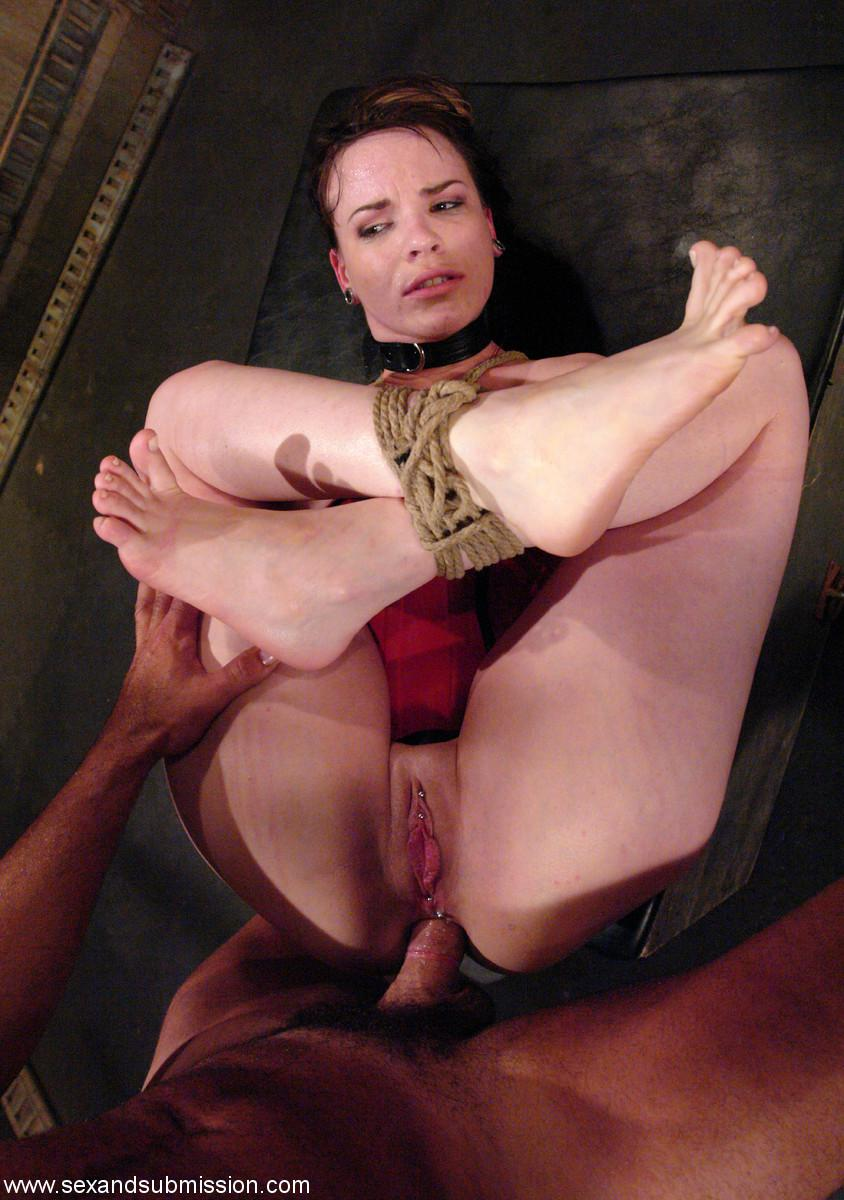 Связанная красавица порно 26 фотография