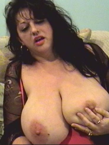 Chunky mature brunette Jammin Jennie dildo fucks her pussy and huge breasts