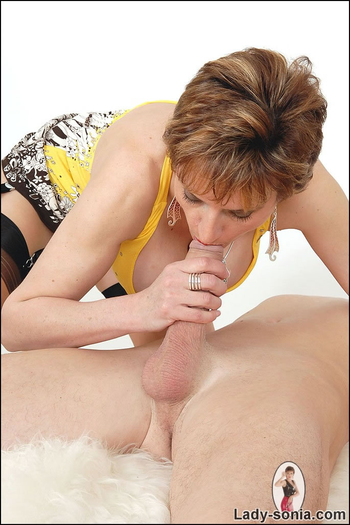 nasty lady sonia makes guy feel the ecstasy and pain