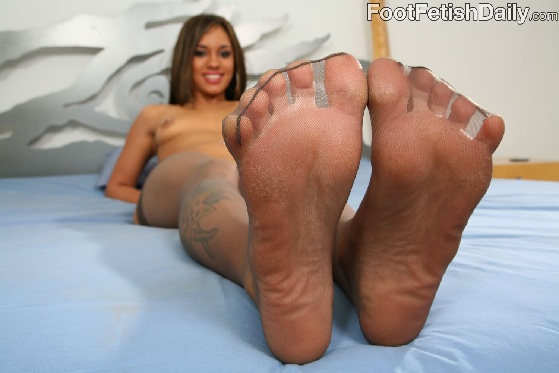 Nude female feet fetish