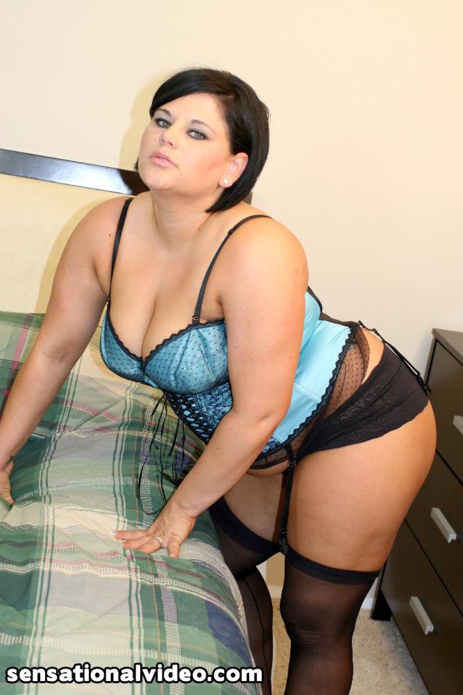 Sexy brunette bbw Nikki Lane - 35 Bilder