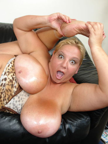 Chubby middle aged blonde Wonder Tracy with huge tits has fun with pink vibrator